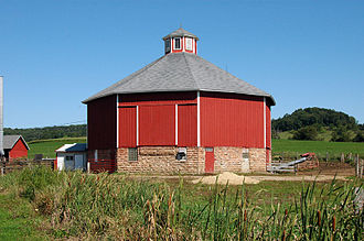 Round barn - Tim Thering Octagon Barn (Plain Wisconsin)