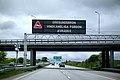 Oresundsbron varningsskylt vindkansliga fordon 2015maj30 0003-2 (18128855198).jpg