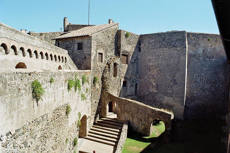 File:Orsini-Odescalchi Castle - Interior.jpg