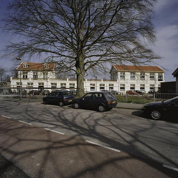 File:Overzicht op achterzijde gezien vanaf straatzijde - Hoorn - 20406646 - RCE.jpg