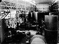 Overzicht tweede deel van de Grote Hal van de HEEMAF in Hengelo uit 1909 met een tien transformatorzuilen in aanbouw.jpg