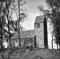 Overzicht van eenbeukige bakstenen kerk en kerktoren met zadeldak - Marsum - 20415741 - RCE.jpg