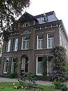 foto van Pastorie bij de Nederlands Hervormde Kerk