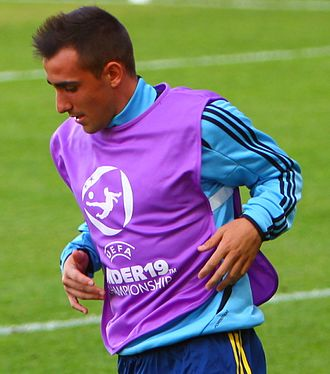 Paco Alcácer - Alcácer warming up for Spain U19 in 2012