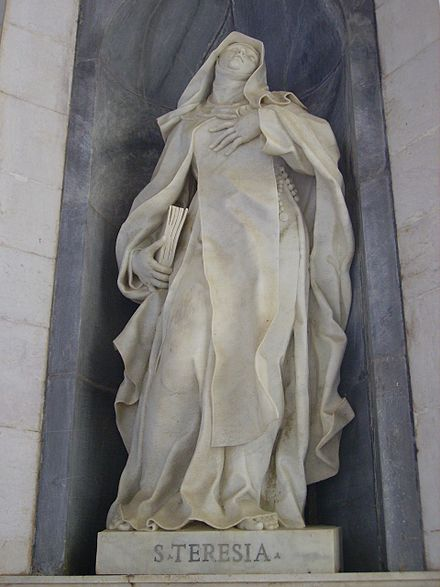 Statue of Saint Teresa of Avila in Mafra National Palace, Mafra Palau de Mafra - Estatua - 1.jpg