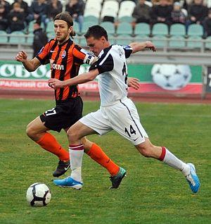 Dmytro Chygrynskiy - Chygrynskyi defending against Parid Xhihani of Zorya Luhansk in November 2010