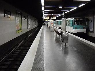 Boulogne – Jean Jaurès (Paris Métro) - Image: Paris metro Boulogne Jean Jaurès 3
