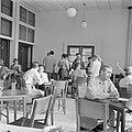 Parlementsleden in de kantine van de knesseth in Tel Aviv gevestigd in een biosc, Bestanddeelnr 255-1338.jpg