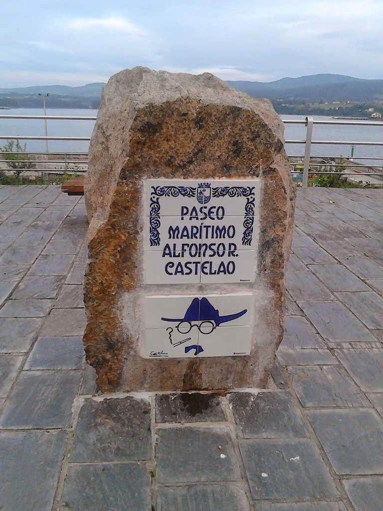 Placa conmemorativa no Paseo marítimo Alfonso Rodríguez Castelao.