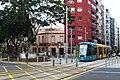Paso del tranvía por la Plaza de la Paz.jpg