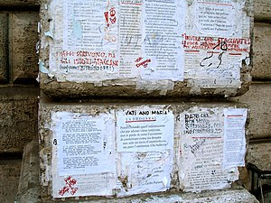 Pasquino - Modern pasquinades in Italian on the base of the statue