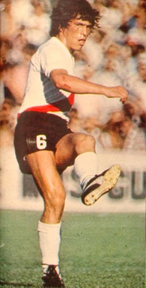 Daniel Passarella - Passarella throwing a free kick for River Plate in 1979.