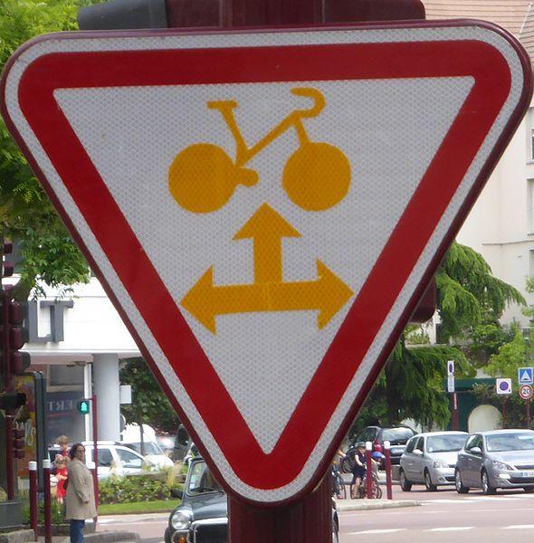 Pannonceau : cycliste, cédez le passage au feu rouge