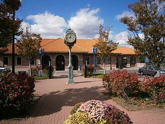 Perth Amboy station - Perth Amboy station's eastbound entrance.