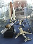 Petőfi Csarnok, Repüléstörténeti kiállítás, Boeing 747 és Space Shuttle Discovery modellek.JPG