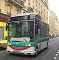 Petit bus avant - rue Buzenval.JPG