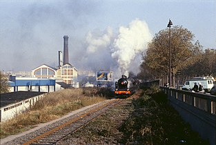 Un train à vapeur le long du boulevard Masséna, en 1983. 1bfd647944b