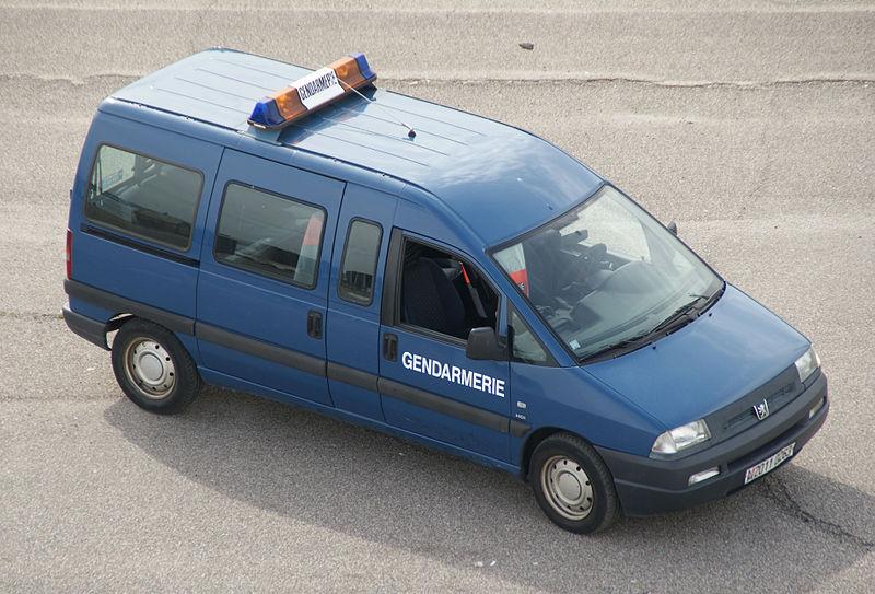800px-Peugeot_Expert_gendarmerie.jpg