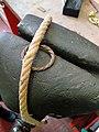 Pièce tenue par une corde sur mordaches recouvertes d'un cuir - Mobilier national.jpg