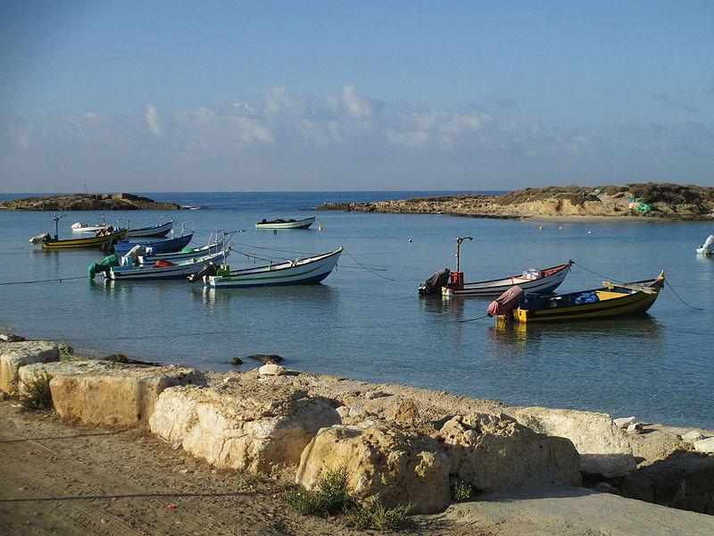 מעגן הסירות בחוף דור (טנטורה