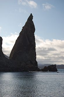 Pinnacle rock at Bartoleme Island.jpg