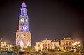 Plaza Prat y su Torre del Reloj de noche..jpg