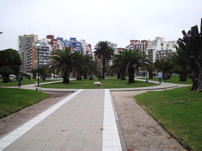 File:Plaza colon 01.JPG