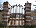 Portail et grille d'entrée du château Saint-Lubin-des-Joncherets Eure-et-Loir France.jpg