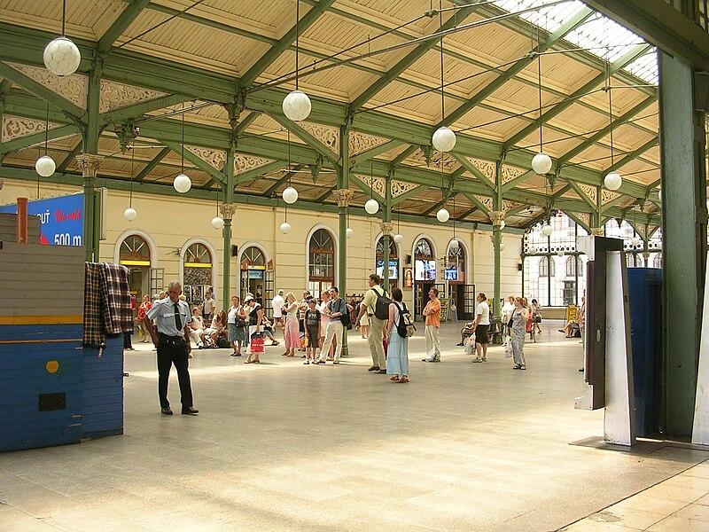 File:Praha Masarykovo nádraží, hala.jpg