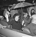 Prinses Beatrix en Claus bezoeken Hitzacker, prinses Beatrix en Claus in de auto, Bestanddeelnr 918-2555.jpg