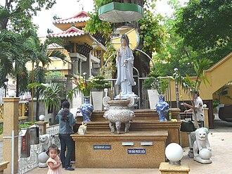 Xá Lợi Pagoda - The statue of Quan Âm inside the fenced yard of the Xá Lợi pagoda