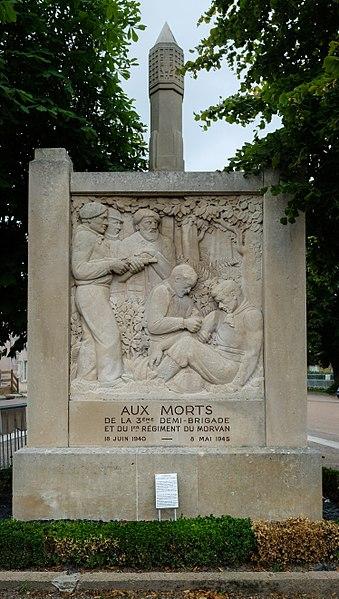 War memorial WW II, Quarré-les-Tombes, Département Yonne, Bourgogne-Franche-Comté, France