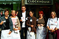 Ralf Regenhardt, Versammlungsleiter, und einige von vielen Aktiven, darunter vom Notruf Mirjam, Hilfe für Schwanger und Mütter, auf der Solidaritätstafel 2012 Hannover Georgstraße.jpg