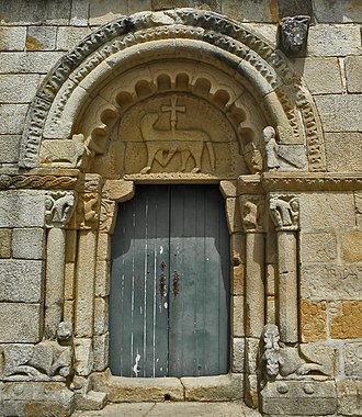 Rates Ecomuseum - Anthropomorphic and zoomorphic portal in the Romanesque Church of Rates.