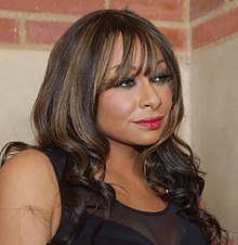 Raven-Symoné - 2018 Dark Brown hair & beachy hair style. Current length:  long hair (bra strap length)