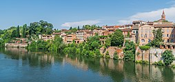 Right bank of Tarn River in Albi.jpg