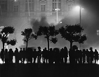 White Night riots - Image: Rioters outside San Francisco City Hall May 21 1979