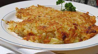 Rösti - A plate of rösti with a parsley garnish