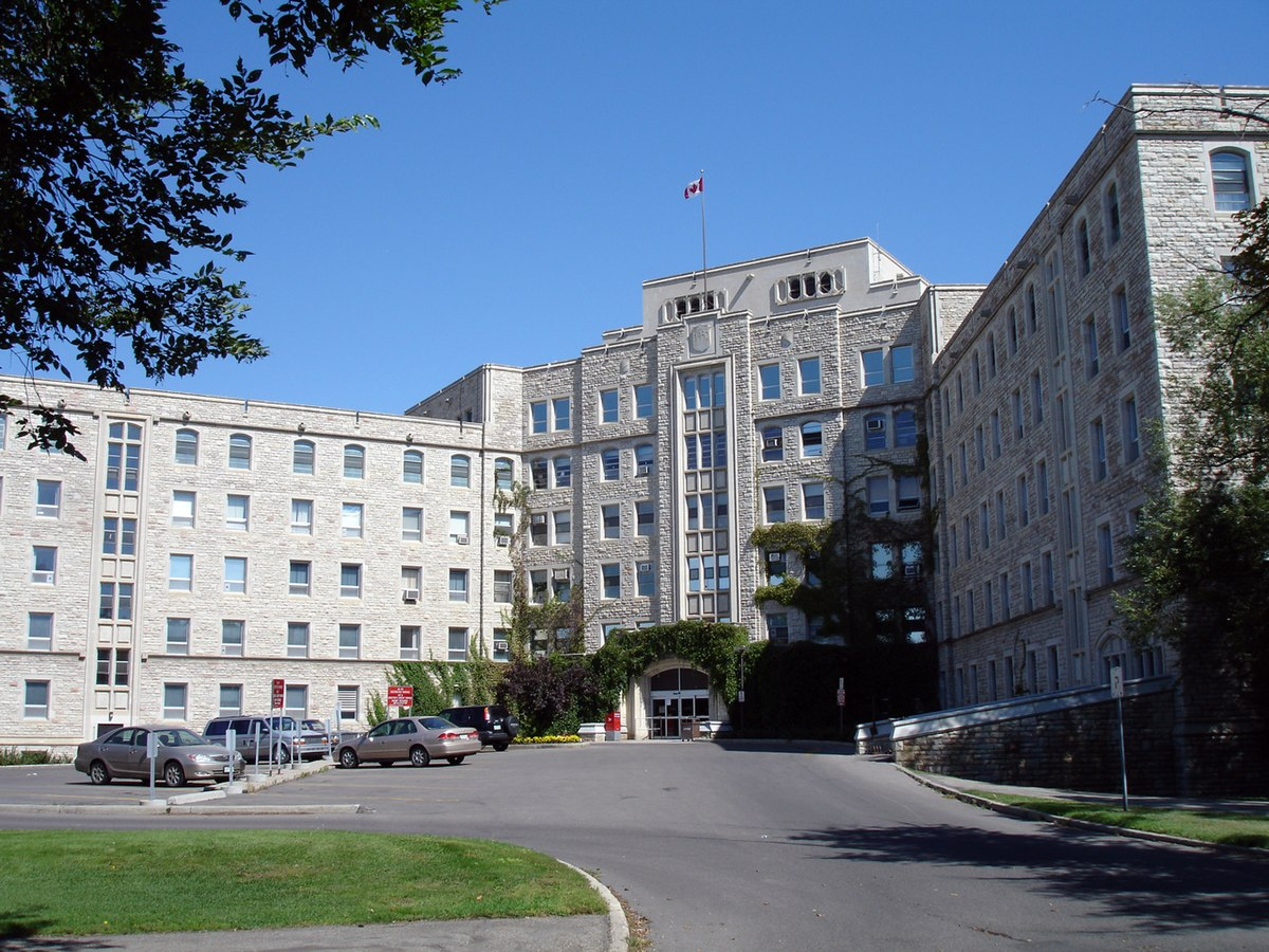 Royal University Hospital - Wikipedia
