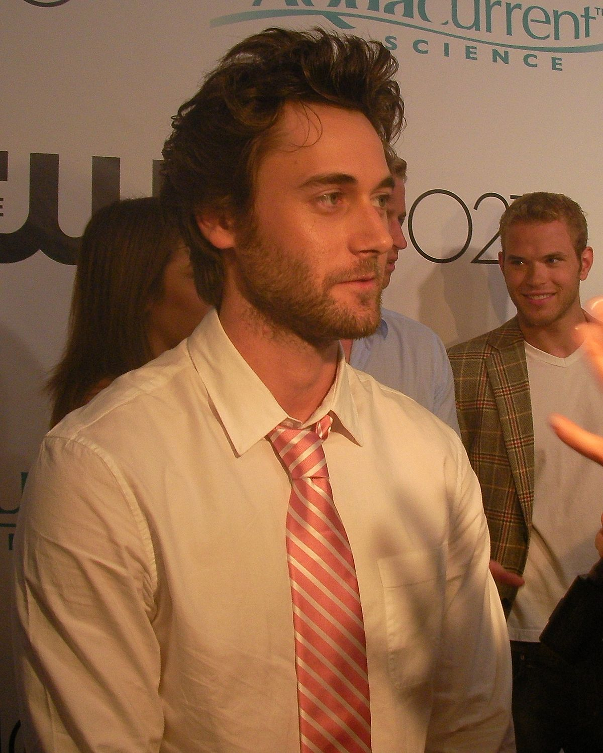 ryan eggold height