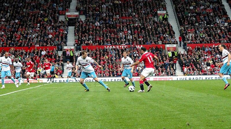 File:Ryan Giggs dribbles ball vs West Ham August 2010.jpg