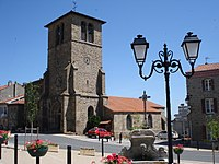 Saint-Jean-Soleymieux, l'église à Saint-Jean.JPG