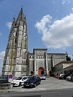 Saintes (17) Basilique Saint-Eutrope Extérieur 03.JPG