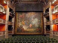 Le rideau d'Orphée abaissé dans le théâtre Charles Dullin de Chambéry