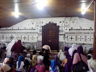 Sunan Gunungjati - Pilgrims praying before the tomb of Sunan Gunungjati at Sunan Gunungjati cemetery site, Cirebon.
