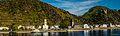 Sankt Goarshausen mit der Burg Katz (Burg Neukatzenelnbogen). Rechts davon die Loreley (9802480004).jpg