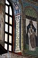 Sant'apollinare in classe, mosaici del catino, colonne negli sguanci, 550 ca. 02.jpg
