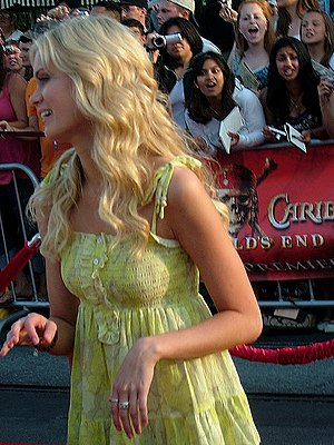 Sara Paxton - Paxton at the Pirates of the Caribbean: At World's End premiere, May 2007