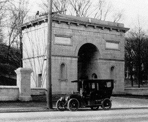 Seaman-Drake Arch - Image: Seaman Drake Arch in 1910 crop