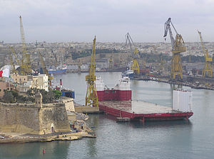 Heavy-lift ship - Empty heavy-lift vessel in the harbour of Valletta (Malta)